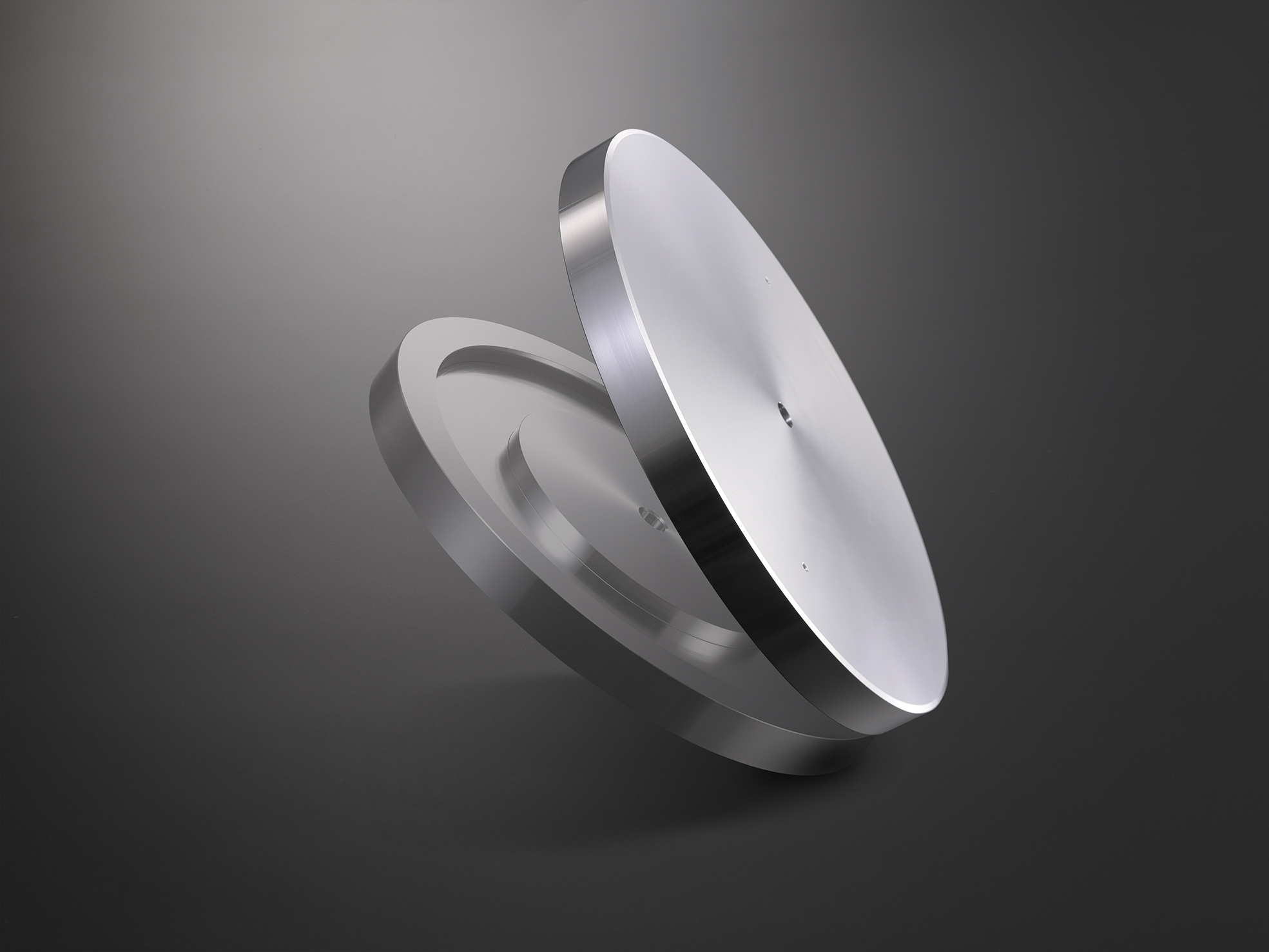 4.0 kg machined aluminum platter and stainless steel spindle